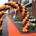 Oranje_loper_zwart_oranje_ballonnenboog
