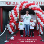 Rode_loper_chromen_afzetpalen_rood_wit_koord_ballonnenboog